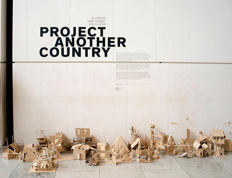 アルフレド&イザベル・アキリザン 個展 「Pillars: Project Another Country」