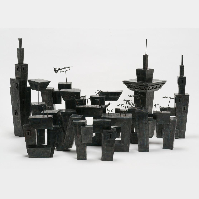 小田薫の彫刻 - 記憶の住処 平塚市美術館で開催中